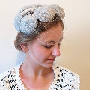 Vintage 40s/50s silver gray net hairpiece hat